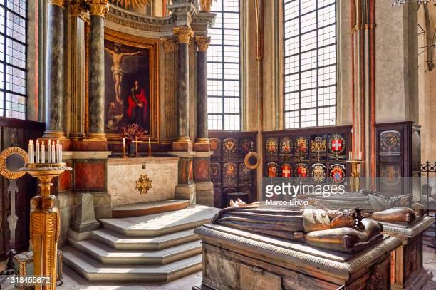 royal tombs. stockholm sweden - riddarholmkirche stock-fotos und bilder