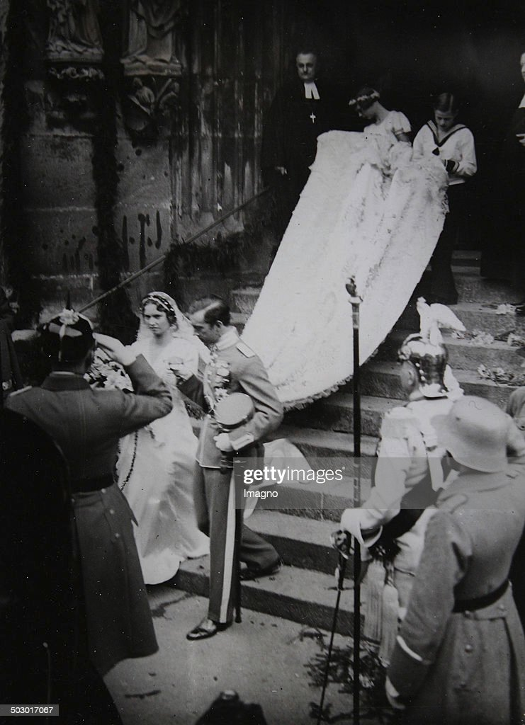Royal Wedding Between Prince Gustav Adolf Of Sweden (The Eldest Son Of Crown Prince Gustav Vi. Adolf) And Princess Sibylla Of Saxe-Coburg-Gotha In The Main Church St. Moritz, Coburg. 20 Oktober 1932. Photograph. : News Photo