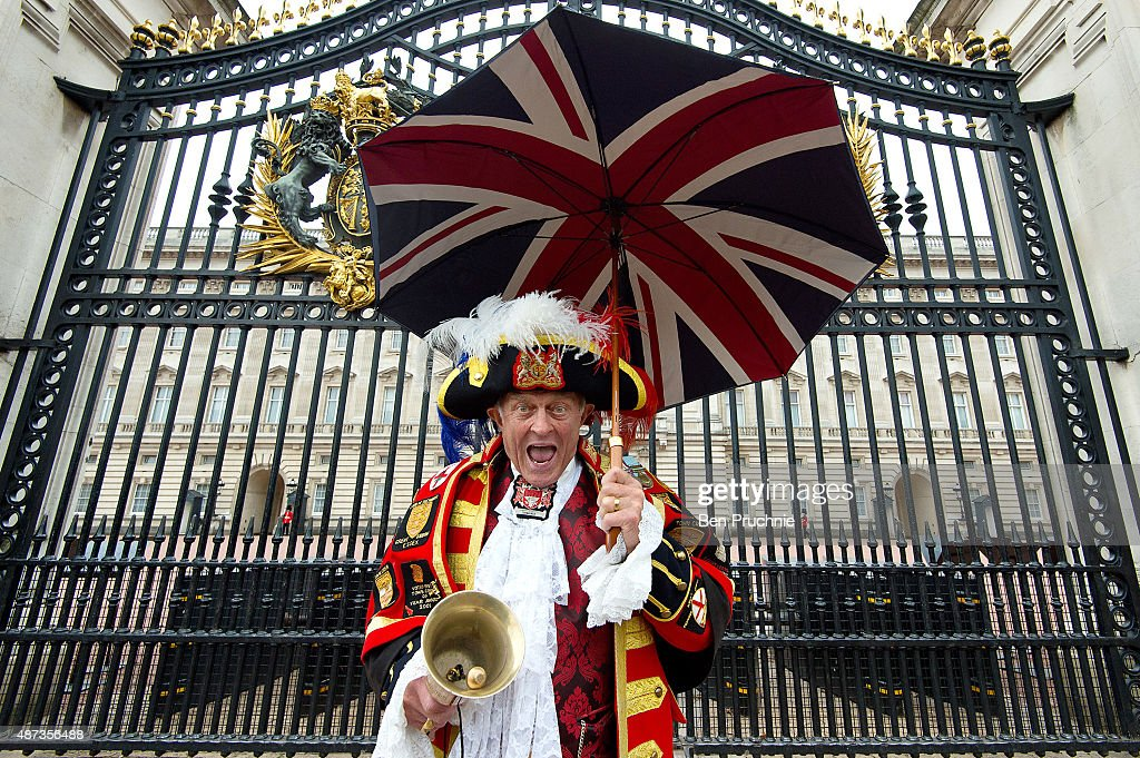 Royal wellwisher Tony Appleton poses outside Buckingham Palace in a traditional town crier outfit on September 9, 2015 in London, England. Today, Her Majesty Queen Elizabeth II becomes the longest reigning monarch in British history overtaking her great-great grandmother Queen Victoria's record by one day. The Queen has reigned for a total of 63 years and 217 days.