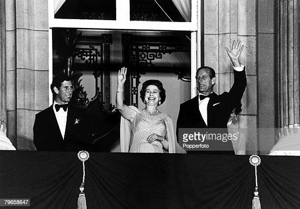 Royalty England 2nd June 1978 HRH Queen Elizabeth and Prince Philip wave from the balcony of Buckingham Palace on the occasion of the 25th...