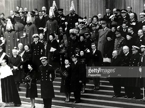 Royalty/Politics London January 1965 HMQueen Elizabeth II Duke of Edinburgh lead the Royal Family and foreign heads of state at he steps of St Paul's...