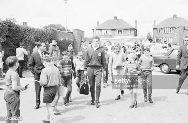 RoyaumeUni 29 juillet 1966 Coupe du Monde de football 1966 L'équipe d'Allemagne prépare la finale contre l'Angleterre Franz BECKENBAUER entouré de...