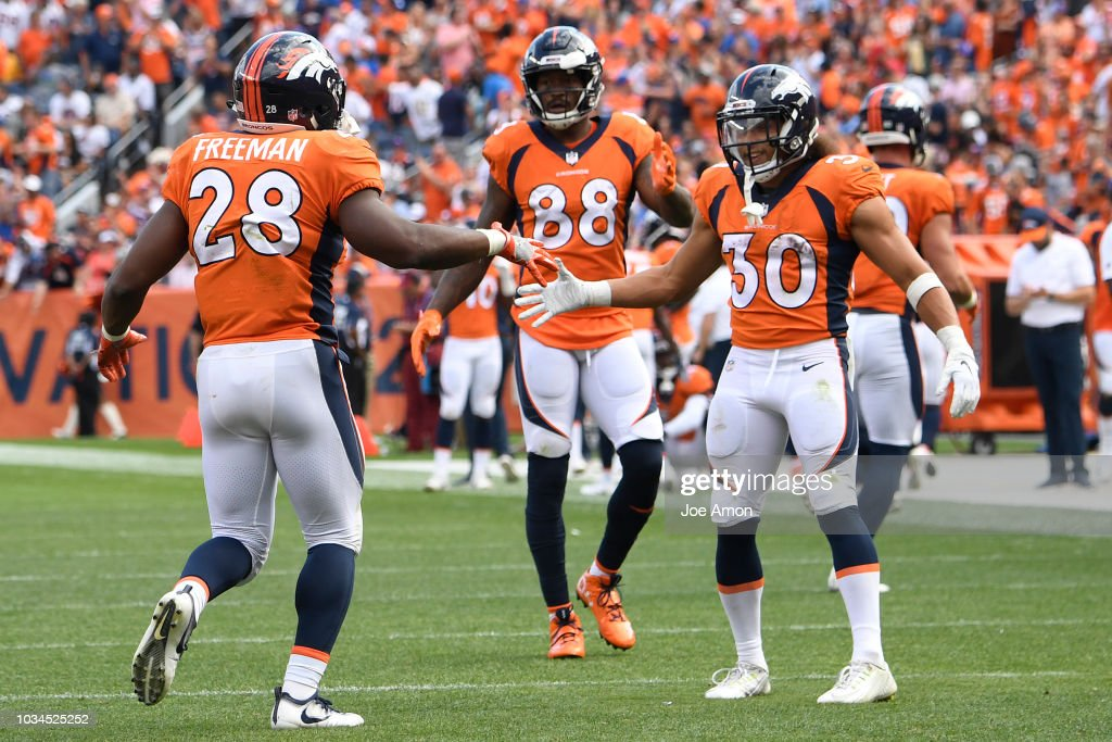 Denver Broncos vs. Oakland Riaders, NFL Week 2 : News Photo