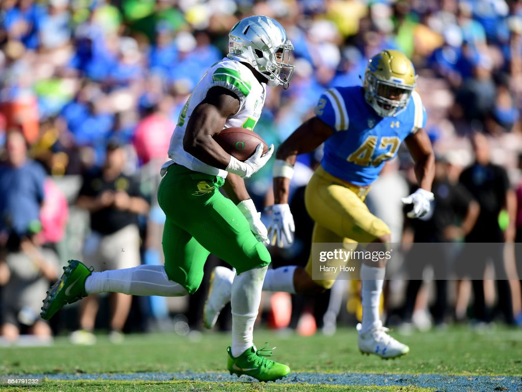 Oregon v UCLA : News Photo
