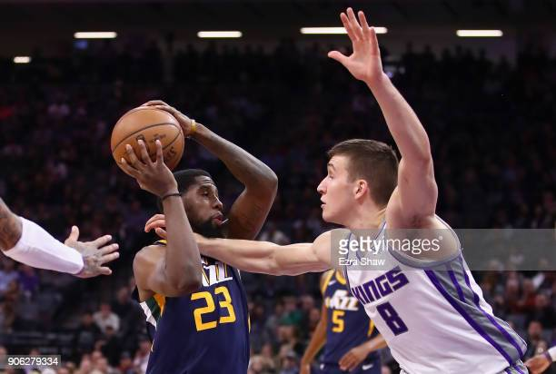 Royce O'Neale of the Utah Jazz tries to drive on Bogdan Bogdanovic of the Sacramento Kings at Golden 1 Center on January 17 2018 in Sacramento...