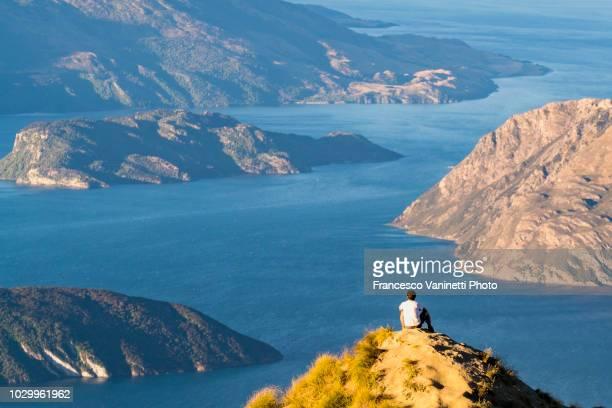roys peak lookout, new zealand. - wanaka - fotografias e filmes do acervo