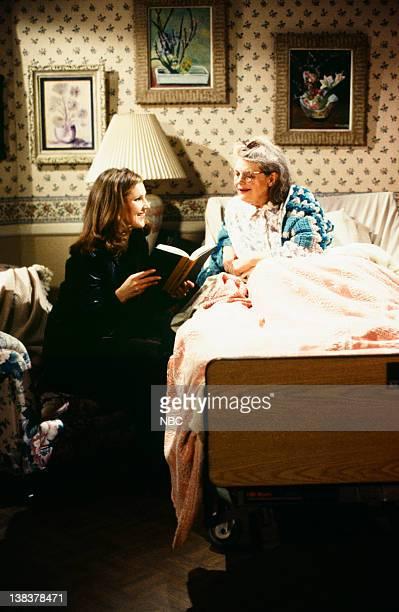 "Roz's Krantz & Gouldenstein Are Dead"" Episode 15 -- Pictured: Peri Gilpin as Roz Doyle, Lois Smith as Moira"