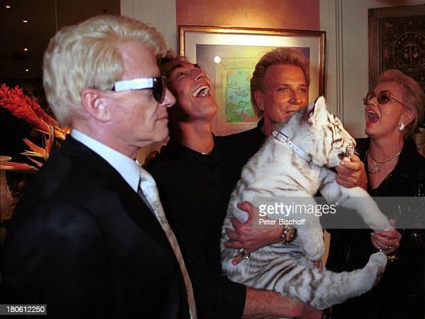 """Hörerreise, Las Vegas/Nevada/USA, Siegfried & Roy, Heino und Ehefrau Hannelore Kramm, Hotel """"Mirage"""", Private Suite, Weisser Tiger"""