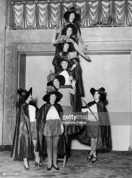 Répétition des conspiratrices pour la nuit de Guy Fawkes à l'hôtel Park Lane à Londres en Angleterre au RoyaumeUni le 3 novembre 1930