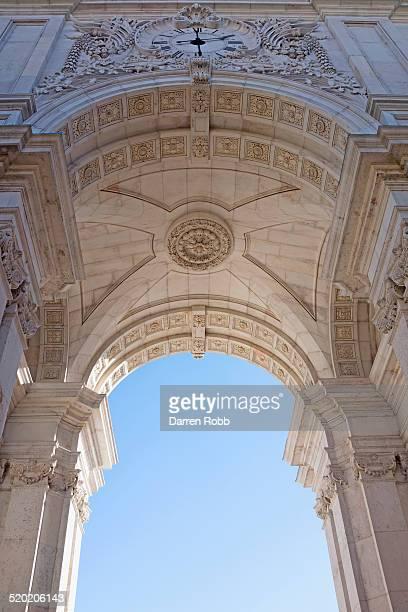 rua augusta arch, lisbon, portugal - rua fotografías e imágenes de stock