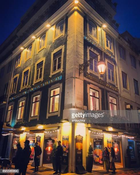 rua augusta en la noche, lisboa, portugal - rua fotografías e imágenes de stock