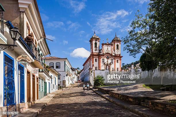 rua (street) da conceicao and the igreja (church) de nossa senhora da conceicao - rua fotografías e imágenes de stock