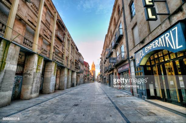 rua mayor street in salamanca, spain - städtische straße stock pictures, royalty-free photos & images