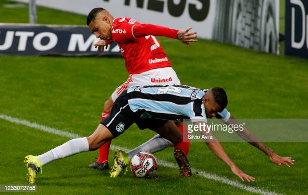 Ruan of Gremio and Paolo Guerrero of Internacional fight for the ball during the final of Rio Grande Do Sul State Championship 2021 between Gremio...