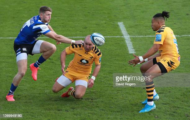 Ruaridh McConnochie of Bath beats Dan Robson and Marcus Watson to the ball during the Gallagher Premiership Rugby match between Bath Rugby and Wasps...