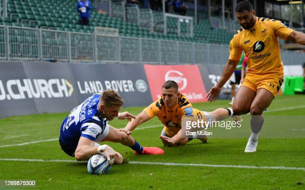 Ruaridh McConnochie of Bath dives over to score his side's first try during the Gallagher Premiership Rugby match between Bath Rugby and Wasps at The...