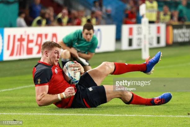 Ruaridh McConnochie of England scores his sides fifth try during the Rugby World Cup 2019 Group C game between England and USA at Kobe Misaki Stadium...