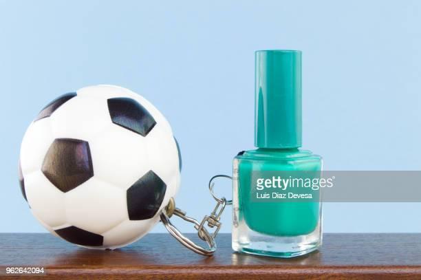rubber ball football keyring holding  green  nail polish - football league imagens e fotografias de stock