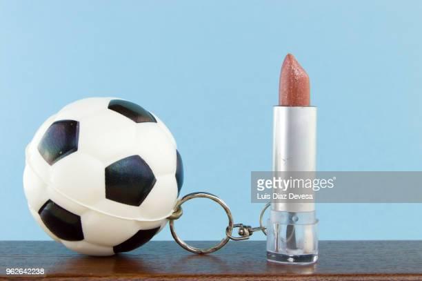 rubber ball football keyring holding   lipstick - football league imagens e fotografias de stock