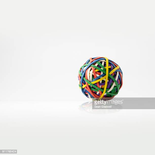 rubber band ball - enkel object stockfoto's en -beelden