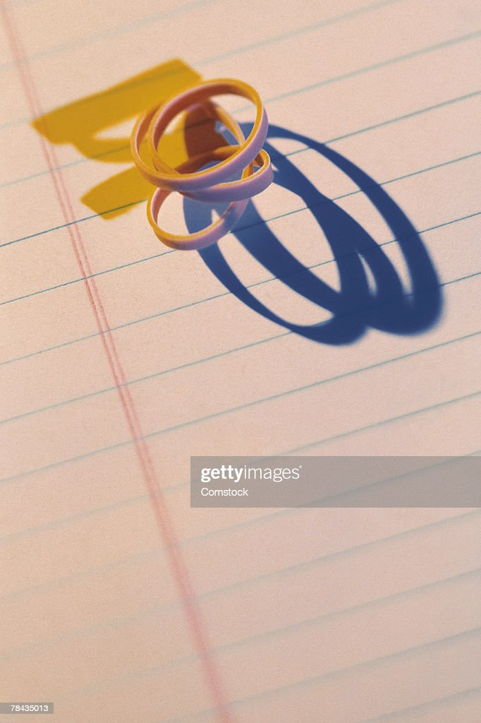 Rubber band on notepad : Stockfoto