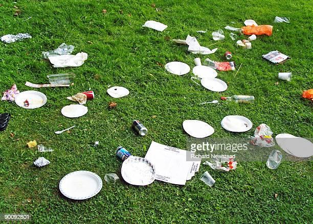 rubbish - 宴の後 ストックフォトと画像