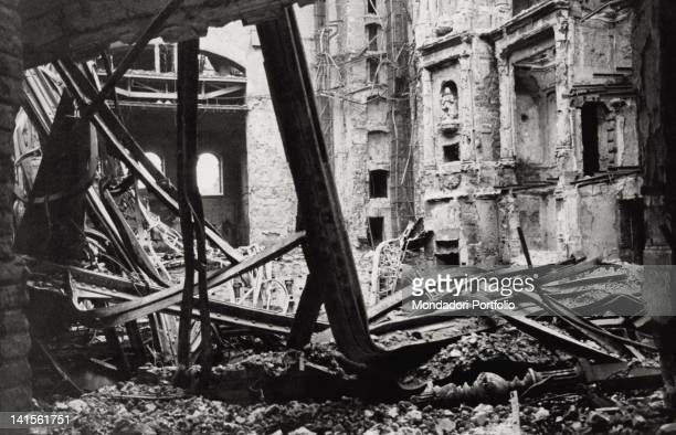 this is what remains of the hall of Semperoper when the flames caused by the violent allied bombing of February 13 and 14 were under control Dresden...