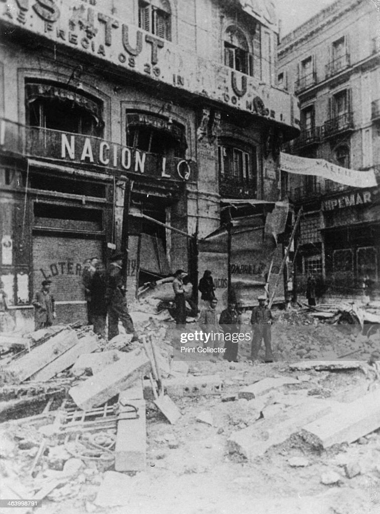 Rubble in the main street, Palma, Majorca, Spain, Spanish Civil War, c1936. : Fotografía de noticias