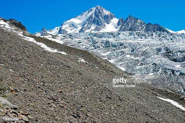 rubble, lateral moraine glacier du tour, peak aiguille du chardonnet, french alps, france - vista lateral stock pictures, royalty-free photos & images