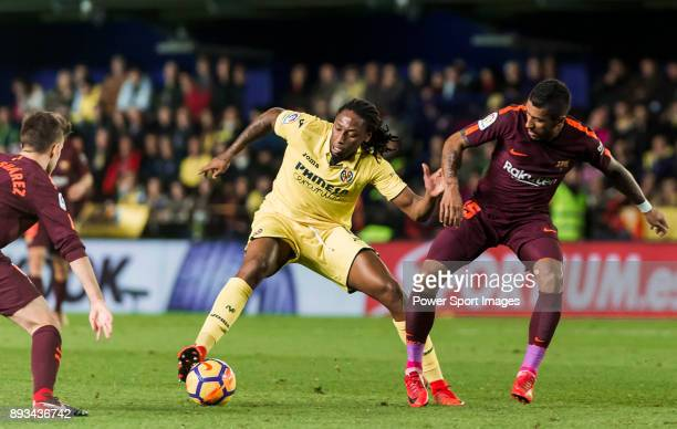 Ruben Afonso Borges Semedo of Villarreal CF fights for the ball with Jose Paulo Bezerra Maciel Junior Paulinho of FC Barcelona during the La Liga...