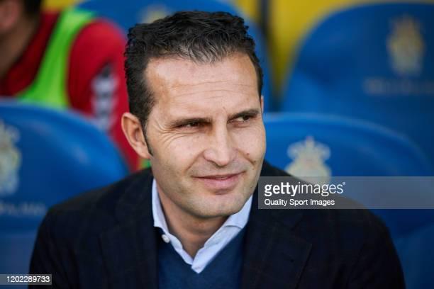 Ruben Baraja, head coach of Tenerife looks on prior the match between Las Palmas and Tenerife at Estadio Gran Canaria on January 25, 2020 in Las...