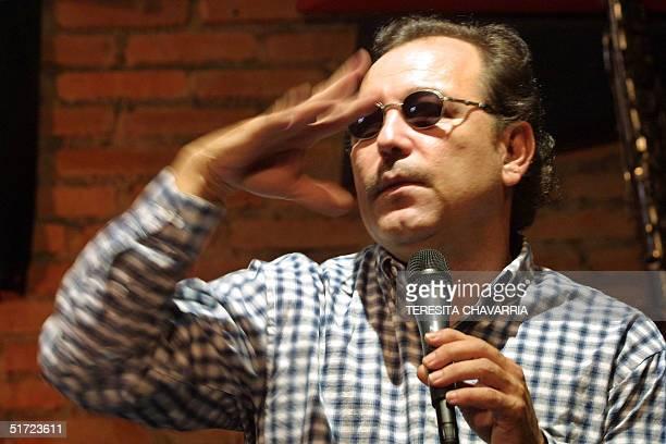Ruben Blades speaks about his new album in a jazz cafe in San Jose Costa Rica 30 August 2001 Ruben Blades da declaraciones sobre la produccion de su...