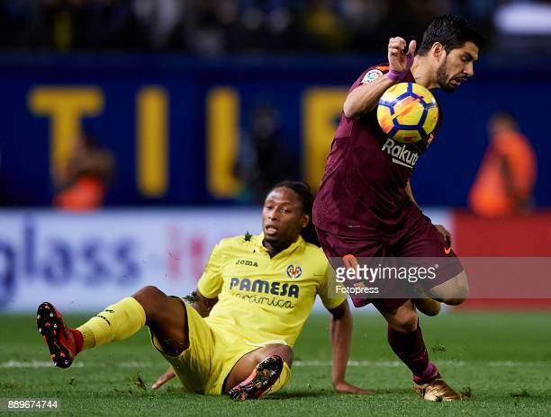 Ruben Borges Semedo of Villarreal competes for the ball with Luis Suarez of Barcelona during the La Liga match between Villarreal and Barcelona at...