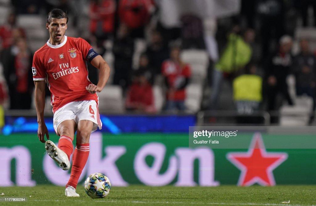 SL Benfica v Olympique Lyon -  Group G - UEFA Champions League : News Photo