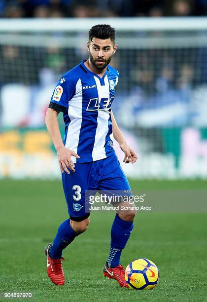 Ruben Duarte of Deportivo Alaves controls the ball during the La Liga match between Deportivo Alaves and Sevilla FC at Mendizorroza stadium on...