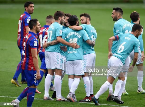 Ruben Garcia of CA Osasuna celebrates his team's first goal with teammates during the Liga match between SD Eibar SAD and CA Osasuna at Ipurua...