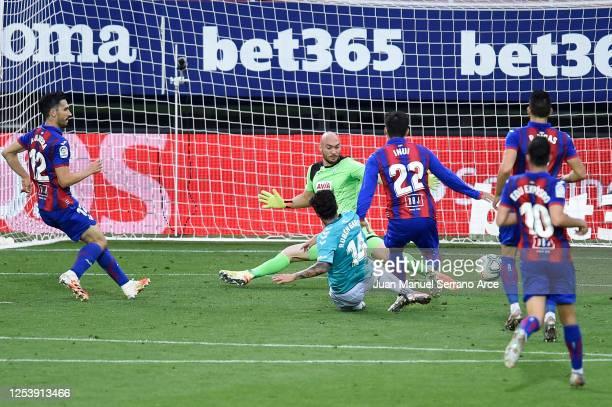 Ruben Garcia of CA Osasuna scores his team's second goal during the Liga match between SD Eibar SAD and CA Osasuna at Ipurua Municipal Stadium on...