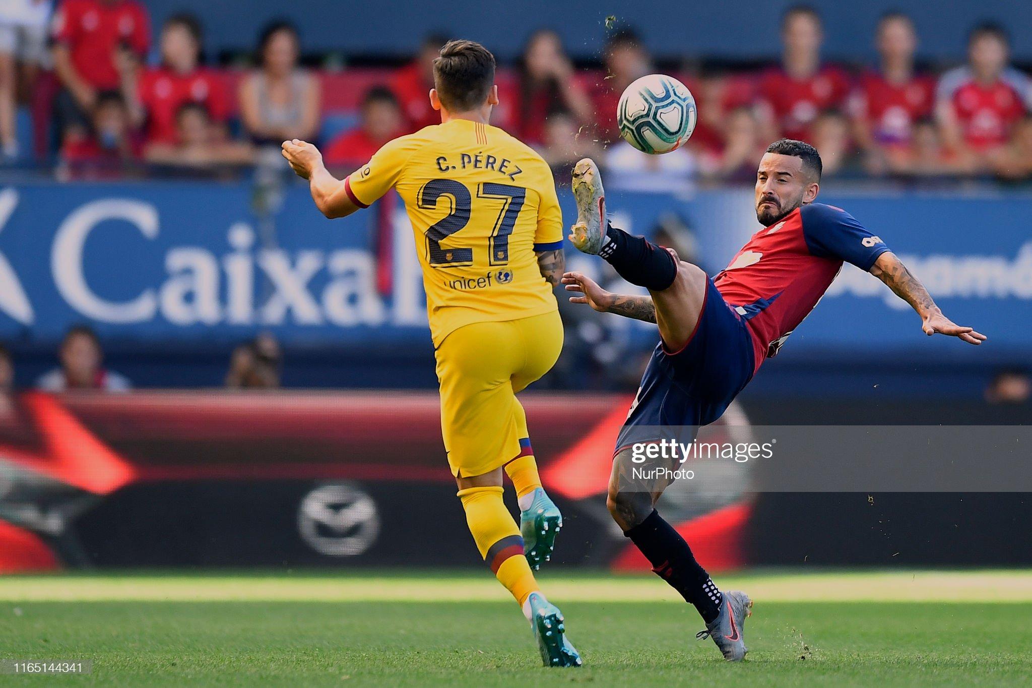 صور مباراة : أوساسونا - برشلونة 2-2 ( 31-08-2019 )  Ruben-garcia-of-osasuna-and-carles-perez-of-barcelona-competes-for-picture-id1165144341?s=2048x2048