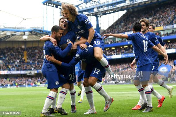 Ruben LoftusCheek of Chelsea celebrates as he scores his team's first goal with team mates during the Premier League match between Chelsea FC and...