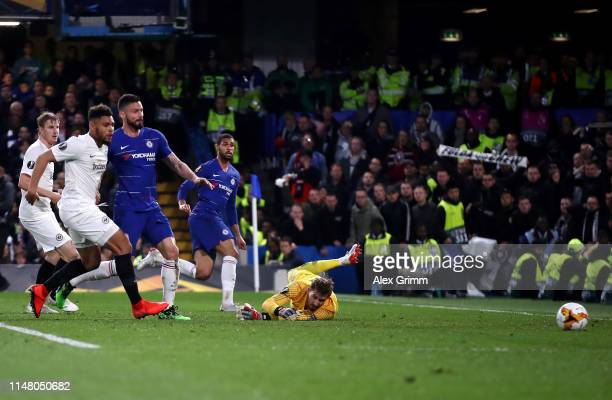 Ruben LoftusCheek of Chelsea scores his team's first goal past Kevin Trapp of Eintracht Frankfurt during the UEFA Europa League Semi Final Second Leg...