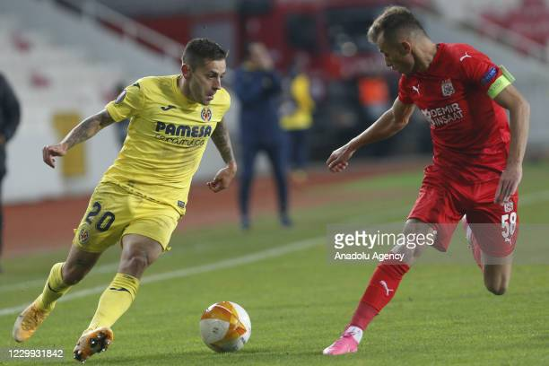 RubEn Pena of Villareal in action during UEFA Europa League Group I match between Demir Grup Sivasspor and Villarreal at the 4 Eylul Stadium in...
