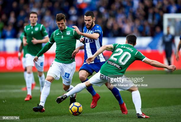 Ruben Perez of Club Deportivo Leganes duels for the ball with Alfonso Pedraza of Deportivo Alaves during the La Liga match between Deportivo Alaves...