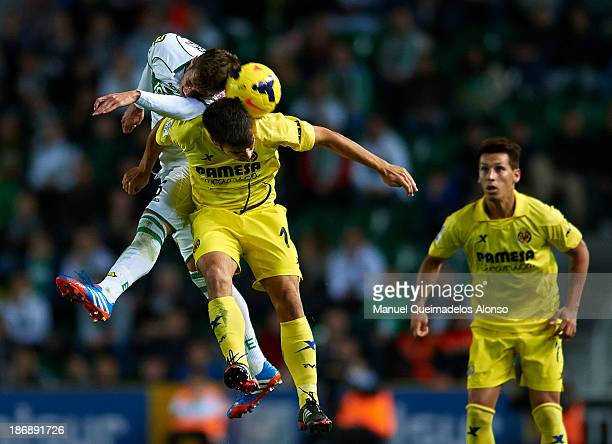 Ruben Perez of Elche competes for the ball with Manuel Trigueros of Villarreal during the La Liga match between Elche CF and Villarreal CF at Estadio...