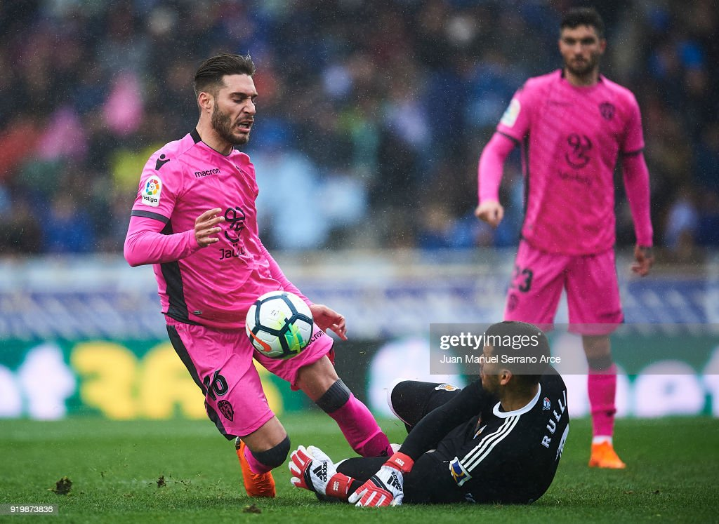 Ruben Rochina of Levante UD (L) being fouled by Geronimo Rulli of Real Sociedad (R) during the La Liga match between Real Sociedad and Levante at Estadio de Anoeta on February 18, 2018 in San Sebastian, Spain.