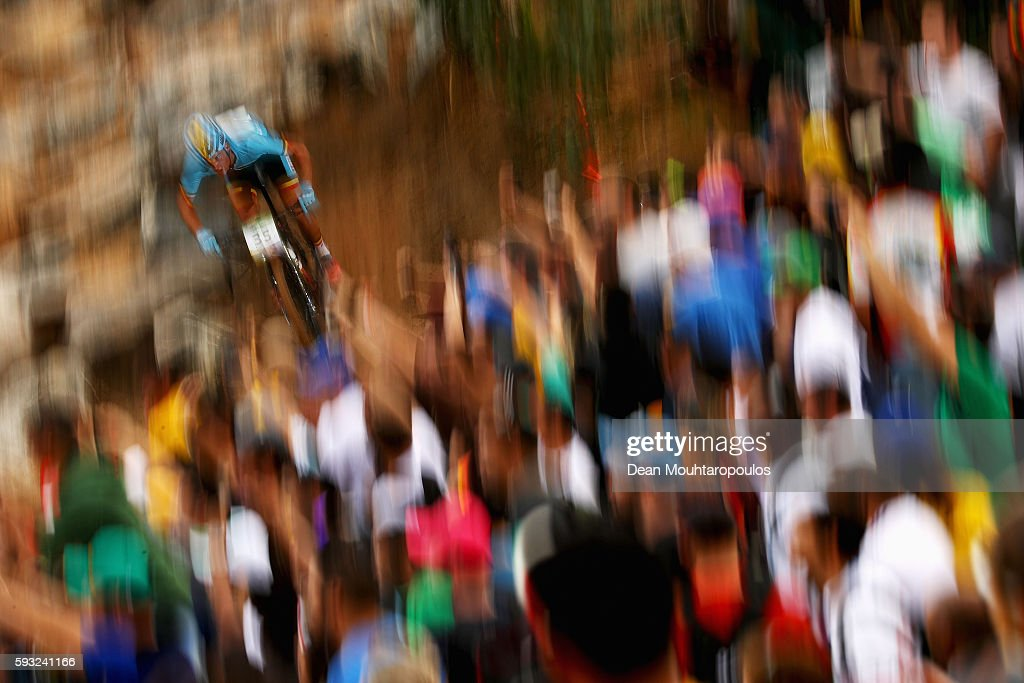Ruben Scheire of Belgium rides during the Men's Cross-Country on Day 16 of the Rio 2016 Olympic Games at Mountain Bike Centre on August 21, 2016 in Rio de Janeiro, Brazil.