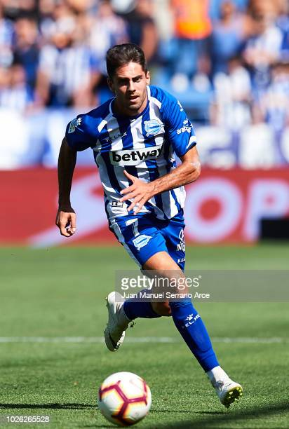 Ruben Sobrino of Deportivo Alaves controls the ball during the La Liga match between Deportivo Alaves and RCD Espanyol at Estadio de Mendizorroza on...