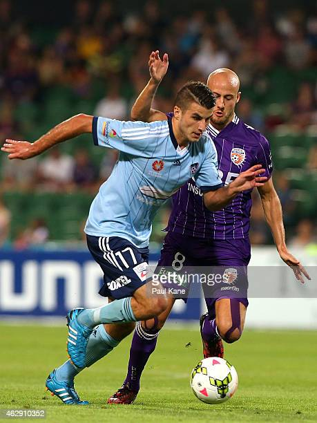 Ruben Zadkovich of the Glory challenges Terry Antonis of Sydney during the round 16 ALeague match between the Perth Glory and Sydney FC at nib...