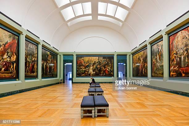rubens gallery in the musee du louvre - louvre stock-fotos und bilder