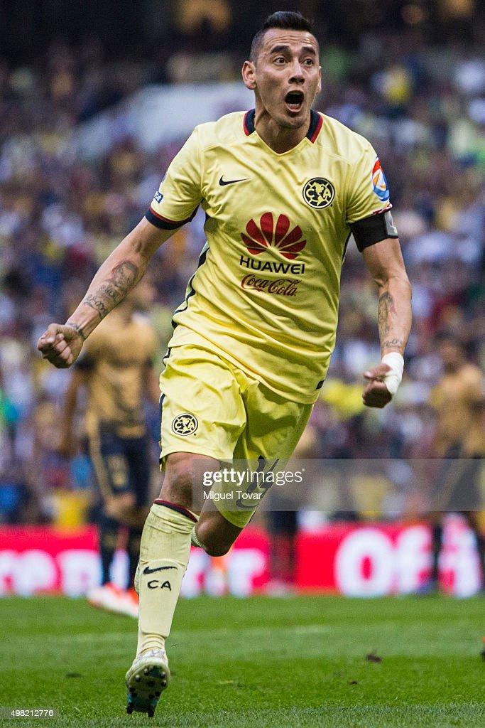 America v Pumas UNAM - Apertura 2015 Liga MX