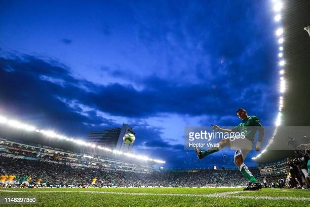 Rubens Sambueza of Leon kicks the ball during the final second leg match between Leon and Tigres UANL as part of the Torneo Clausura 2019 Liga MX at...